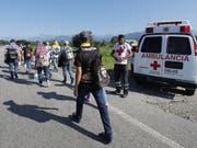 Ein weiterer Tagesmarsch liegt an: Einige der Flüchtlinge aus Honduras in Huixtla auf ihrem Weg Richtung USA. (Bild: KEYSTONE/EPA EFE/JOSE MENDEZ)
