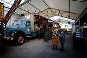 Zuger Messe 2018: Anstatt des Restaurant Aegerital gibts nun ein Street Food Market mit verschiedenen Ständen. Im Bild Woody Pizza mit dem Saurer Truck. (Bild: Stefan Kaiser Zug (23.Oktober 2018))