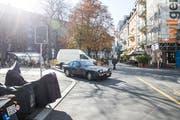 Das Hirschmattquartier, auf dem Bild die Kreuzung Waldstätterstrasse - Kaufmannweg, wird nicht einmal im Monat autofrei (Bild: Manuela Jans-Koch (Luzern, 25. Oktober 2018))
