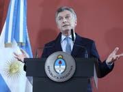 Parlamentszustimmung: Der argentinische Präsident Mauricio Macri kommt bei den Beschlüssen über radikale Sparmassnahmen in seinem Land voran. (Bild: KEYSTONE/EPA EFE/PABLO RAMON)