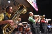 Das Molotow Brass Orkestar sorgte nach der GV auf der Bühne des Theaters Uri für kraftvolle musikalische Stimmung. (Bild: Georg Epp, Altdorf, 24. Oktober 2018)