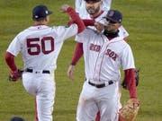 Jubel der Bostoner nach dem 4:2-Heimsieg in Spiel 2 der World Series (Bild: KEYSTONE/AP/ELISE AMENDOLA)