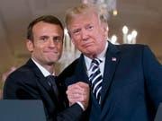 US-Präsident Donald Trump (rechts) und Frankreichs Präsident Emmanuel Macron haben sich auf eine gemeinsame Position bezüglich Syrien verständigt. (Bild: KEYSTONE/AP/ANDREW HARNIK)