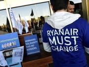 Der irische Billigflieger Ryanair hat den Vorwurf zurückgewiesen, illegale Leiharbeiter zu beschäftigen. (Bild: KEYSTONE/EPA EFE/VICTOR LERENA)