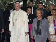 Wird erste Präsidentin Äthiopiens: Die Diplomatin Sahle-Work Zewde, hier mit Papst Franziskus I. (Bild: KEYSTONE/AP AFP Pool/SIMON MAINA)