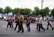 Eine asiatische Touristengruppe in der Stadt Luzern. (Bild: Corinne Glanzmann, 5. Juni 2018)