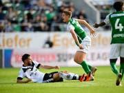 Dieses Foul von Luganos Fabio Daprelà an St. Gallens Cedric Itten führte zur Sperre (Bild: KEYSTONE/GIAN EHRENZELLER)