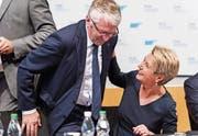 Gemeinsam im Rampenlicht: Bundesratskandidatin Karin Keller-Sutter und Nationalrat Walter Müller. (Bild: Thomas Hary (Wil, 9. Oktober 2018))