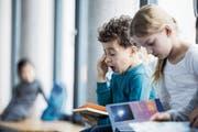 Alltag in den Schulen: Viele Schüler sind am Morgen wenig aufnahmefähig. (Bild: Getty)