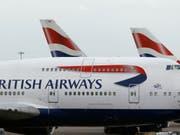 IAG, die Mutter von British Airways, steigerte die Ticketerlöse. (Bild: KEYSTONE/AP/FRANK AUGSTEIN)