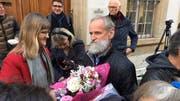 Pfarrer Norbert Valles mit Unterstützern. (Bild: Pascal Ritter)