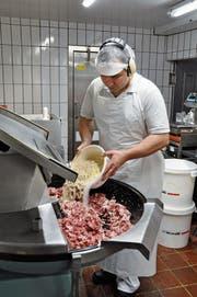 In der Metzgerei Metzger in Nesslau werden nicht nur Bratwürste und Cervelats hergestellt. (Bild: Sabine Schmid)