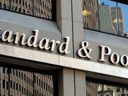 Die Bonitätswächter von Standard & Poor's (S&P) schicken am Freitag ein Warnsignal in Richtung Italien - der Finanzausblick wurde in die Kategorie «negativ» eingestuft. (Bild: KEYSTONE/EPA/JUSTIN LANE)