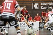Lauri Liikanen (am Ball) verpasst mit Ad Astra Sarnen die Überraschung gegen Chur knapp. (Bild: Manuela Jans-Koch (Sarnen, 25. Oktober 2018))