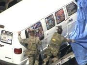 FBI-Agenten am Freitag in Plantation, Florida, beim Van des verhafteten Briefbomben-Verdächtigen. (Bild: Keystone/AP)