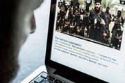 Viele junge Männer werden auch über das Internet radikalisiert. (Bild: Imago)