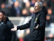 Lucien Favre ist gegen Hertha Berlin nicht immer voll zufrieden (Bild: KEYSTONE/EPA/FRIEDEMANN VOGEL)