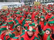 Finnland sucht per Jobinserat Weihnachtselfen aus aller Welt als besondere Reiseleiter für Wintersafaris in Lappland. (Bild: KEYSTONE/AP SYKEC/CHARLES SYKES)