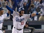 Max Muncy von den Los Angeles Dodgers jubelt nach seinem Homerun im 18. Inning (Bild: KEYSTONE/AP/MARK J. TERRILL)