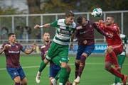 Da war die Krienser Fussballwelt noch in Ordnung: Jan Elvedi (in Grün-Weiss) köpfelt das 1:0. (Bild: Dominik Wunderli (Kriens, 27. Oktober 2018))