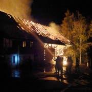 Die Feuerwehr standen mit rund 100 Feuerwehrangehörigen im Einsatz. (Bild: Kapo SG)