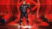 Fatlum Musliji trat wie schon bei «Die grössten Schweizer Talente» als Roboter auf. (Bild: Screenshot RTL)