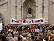«Rom sagt Basta» – die Einwohner Roms haben genug vom Chaos in der Stadt. (Bild: KEYSTONE/AP/ANDREW MEDICHINI)
