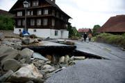 Unwetterschäden im Quartier Dörfli in Dierikon. Bild; Corinne Glanzmann