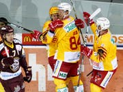 Eero Elo und Topskorer Harri Pesonen feiern den Treffer zum 4:2 (Bild: KEYSTONE/SALVATORE DI NOLFI)