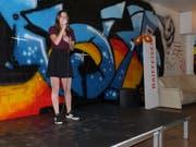 Ein Geburtstagsständchen: Die 16-jährige Aadorferin Anja Kündig gab auf der Bühne «Dancing on my own» zum Besten. (Bilder: Kurt Lichtensteiger)