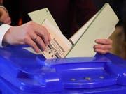 Die Bevölkerung in Hessen wählt ein neues Parlament. Es wird mit einem engen Wahlausgang gerechnet. (Bild: KEYSTONE/AP dpa/ARNE DEDERT)