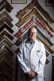 Herbert Klopfer führt seine Vergolderei an der Kirchgasse in St.Gallen noch bis Ende Jahr weiter. (Bild: Thomas Hary)