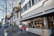 Vielen Detaillisten in Gossau läuft das Geschäft gut. Im Zentrum stehen nur wenige Ladenlokale leer. (Bild: Ralph Ribi)