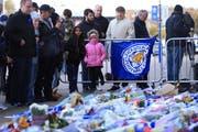 Grosse Anteilnahme am Tag nach dem Absturz beim Stadion von Leicester City. (Bild: Stephen Pond/Getty Images (Leicester, 28. Oktober 2018))