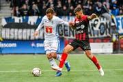 Umkämpfte Partie in Neuenburg: Luzerns Olivier Custodio (links) kämpft gegen Xamaxs Pietro Di Nardo. (Bild: Martin Meienberger/Freshfocus (Neuchâtel, 28. Oktober 2018))