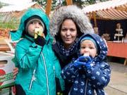 Warm eingepackt: Ramona Meier mit ihren beiden Söhnen Nils und Lian. (Bilder: Andreas Taverner)