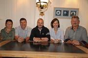 Die neuen Ehrenmitglieder Monika Müller, Ruedi Looser, Cosima Klee und Bert Baumann (von links) mit Präsident Guido Landert (Mitte). (Bild: Urs Huwyler)