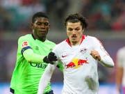 Breel Embolo ringt mit Schalke RB Leipzig Punkte ab (Bild: KEYSTONE/AP dpa-Zentralbild/JAN WOITAS)