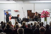 Filipa Nunes, Madeleine Nussbaumer und Andrea Lauren Brown (von links) harmonieren. (Bild: Christian H. Hildebrand (Zug, 28. Oktober 2018))
