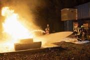 Chargierte aus mehreren Urner Feuerwehren übten bei einem Kurs in Erstfeld das Vorgehen im Ernstfall. (Bild: PD, Erstfeld, Oktober 2018)