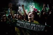Jair Bolsonaros Unterstützer bejubeln dessen Sieg. (Bild: Fernando Bizerra/EPA (São Paulo, 28. Oktober 2018))