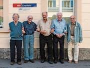 Von links: Leo Tresch, Oskar Dittli, Leo Gisler, Lino Broggi und Heinrich Gmür beim Jahrgängertreffen. (Bild: PD)