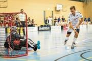 Trotz eines verwandelten Penaltys von Calle Kostov-Bredberg unterliegen die Zuger den Könizern im Cup deutlich. (Bild: Christian H. Hildebrand (Oberägeri, 28. Oktober 2018))