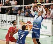 Die Amriswiler (blau) zeigten eine gute Leistung gegen Lausanne. (Bild: Mario Gaccioli (20.10.2018))