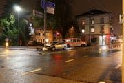 Beim Abbiegen von der Rorschacher- in die Splügenstrasse in St.Fiden die Kontrolle übers Auto verloren und gegen einen Mast gefahren. (Bilder: Stadtpolizei St.Gallen - 28. Oktober 2018)
