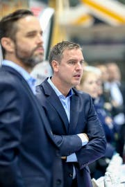 Der Zuger Cheftrainer Dan Tangnes an der Bande. (Marusca Rezzonico/Freshfocus (Lugano, 20. Oktober 2018))