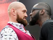 Tyson Fury (links) fordert am 1. Dezember den amerikanischen WBC-Champion Deontay Wilder (rechts) heraus (Bild: KEYSTONE/AP/MARY ALTAFFER)
