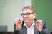 Der Zuger Regierungsrat und Sicherheitsdirektor Beat Villiger, hier bei einer Medienkonferenz nach der Abstimmung über das Entlastungspaket in Zug. Bild: Stefan Kaiser (27. November 2016)