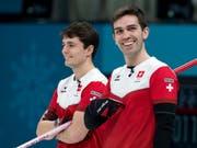 Benoît Schwarz (links) und Peter De Cruz können sich die Schweizer Leibchen ein weiteres Mal überstreifen (Bild: KEYSTONE/ALEXANDRA WEY)