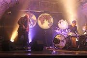 Bassist Mich Gerber und Perkussionist Andi Pupato bei ihrem Auftritt im Kellertheater. (Bild: Markus Zwyssig, Altdorf, 26. Oktober)